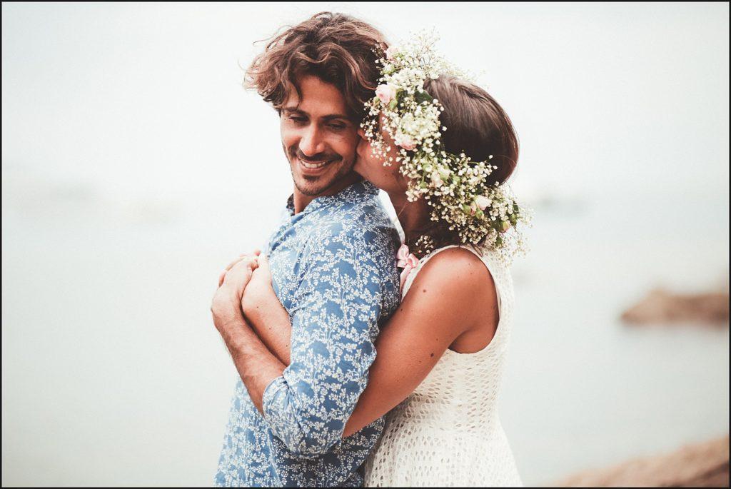 Mariage au Rayol Canadel mariés plage pramousquier baiser