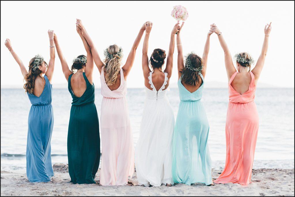 Mariage au Rayol Canadel photo des demoiselles d'honneur sur la plage