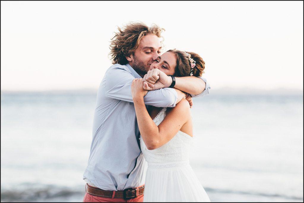 Mariage au Rayol Canadel frere de la mariée calin
