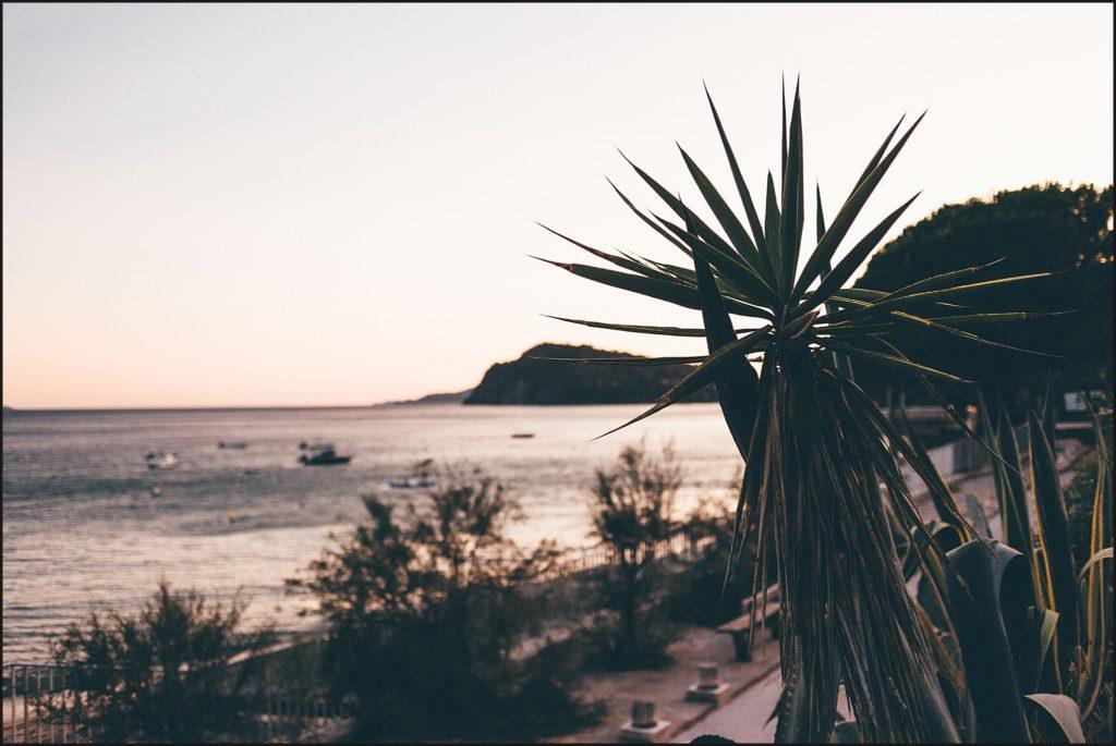 Mariage au Rayol Canadel coucher de soleil sur la plage du rayol