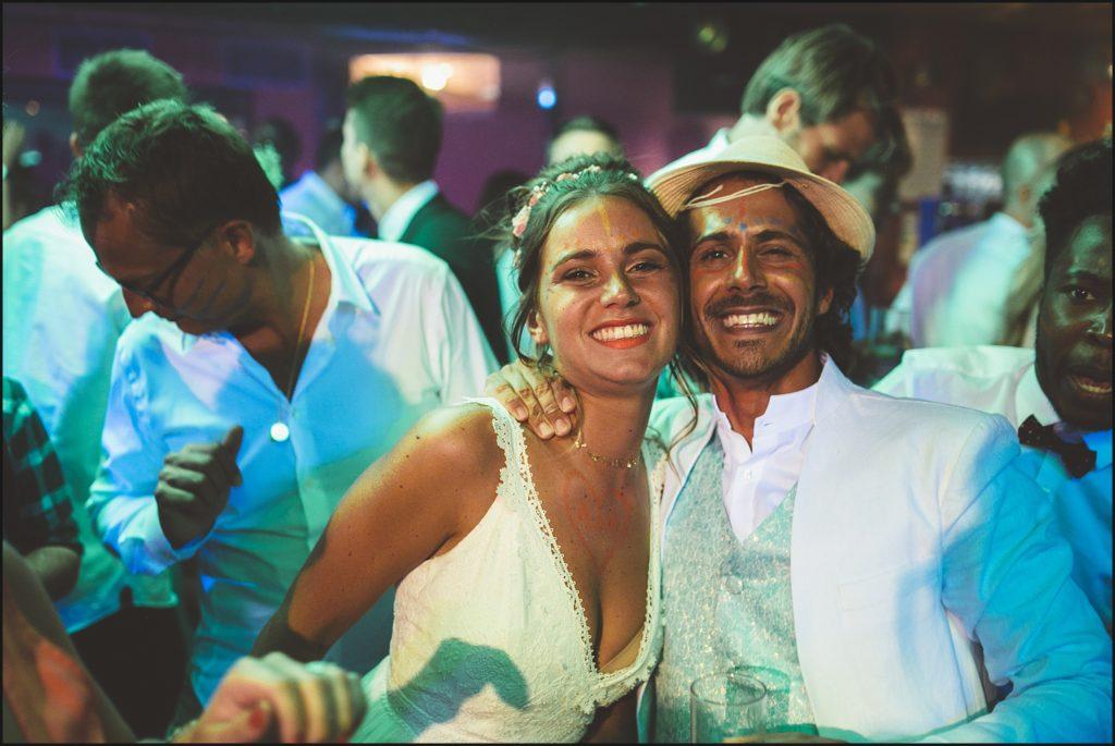 mariage au Rayol mariés en folie sur la piste de danse