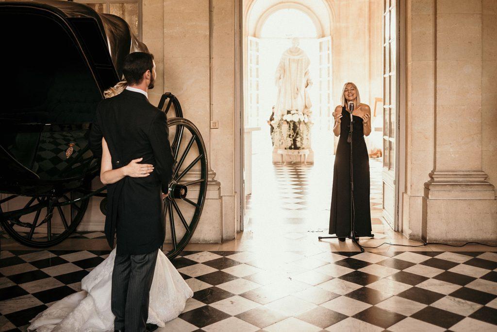 Mariage à Champlâtreux mariés et chanteuse d'opera