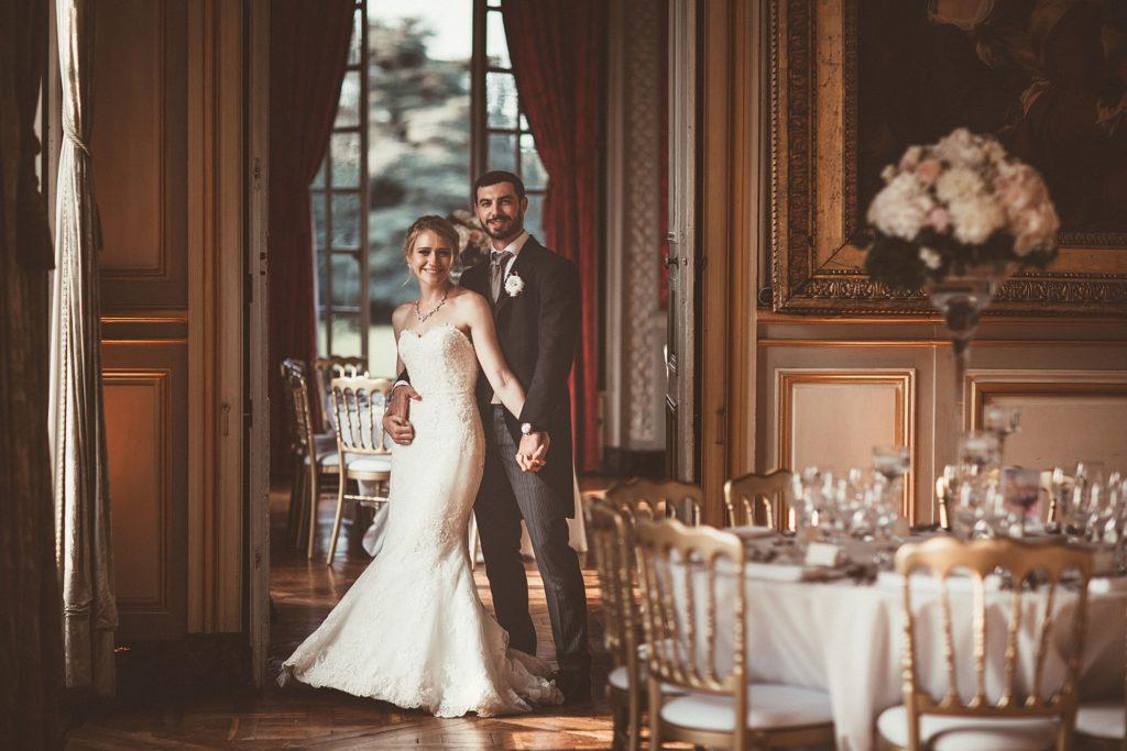 Mariage à Champlâtreux photo des mariés dans la salle du diner