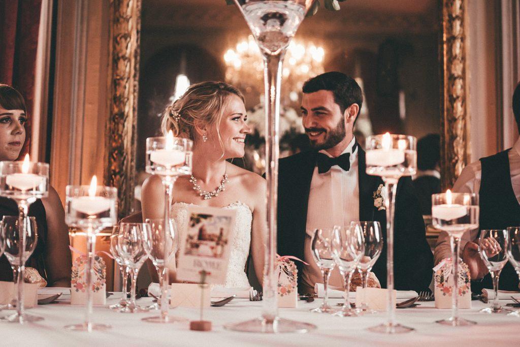 Mariage à Champlâtreux photo des mariés pendant le repas