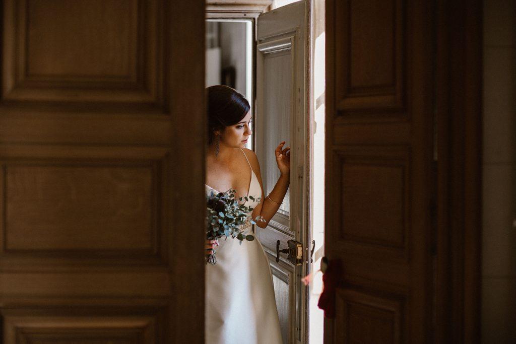 Mariage au Château de Chéronne attente de la mariée avant cérémonie
