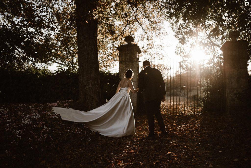 Mariage au Château de Chéronne mariés au coucher de soleil