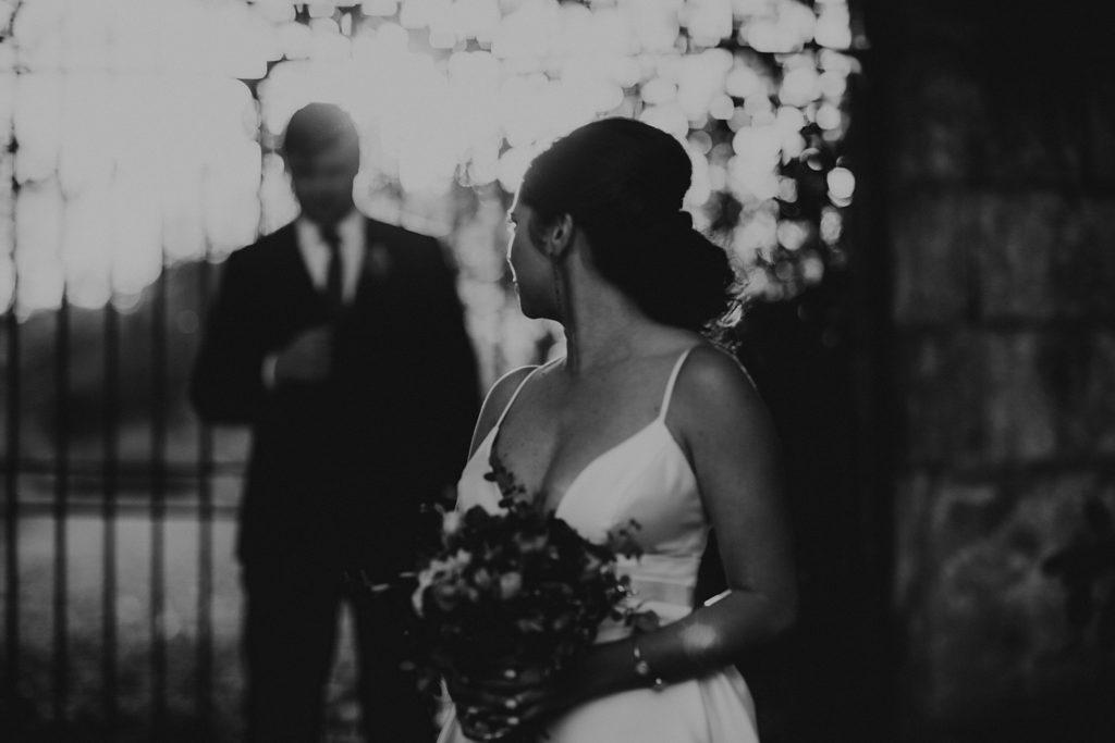 Mariage au Château de Chéronne photo de couple en noir et blanc