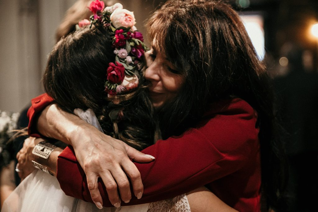 Mariage Ferme Armenon embrassade mere et fille