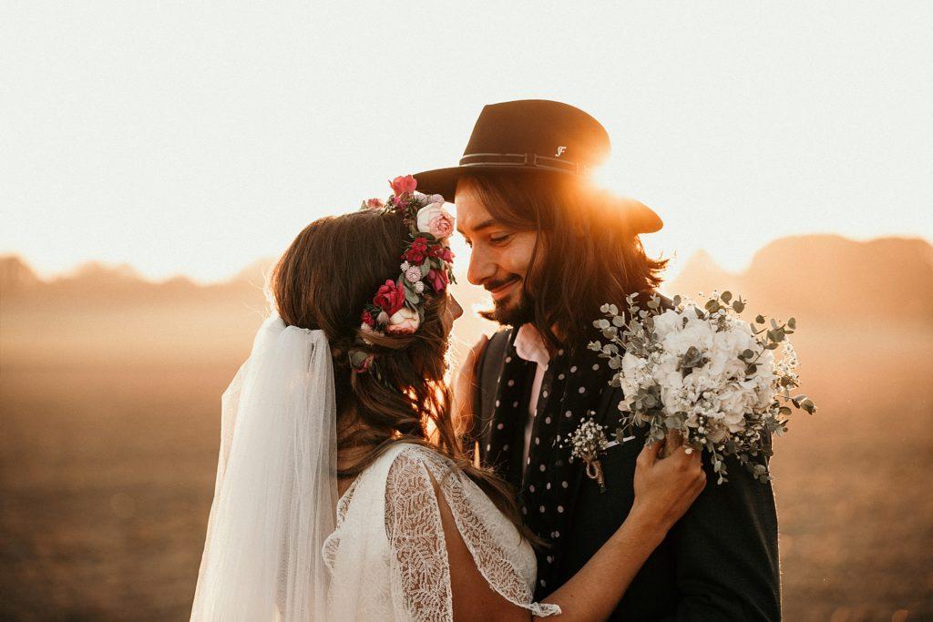 Mariage Ferme Armenon superbe lumière pendant séance couple