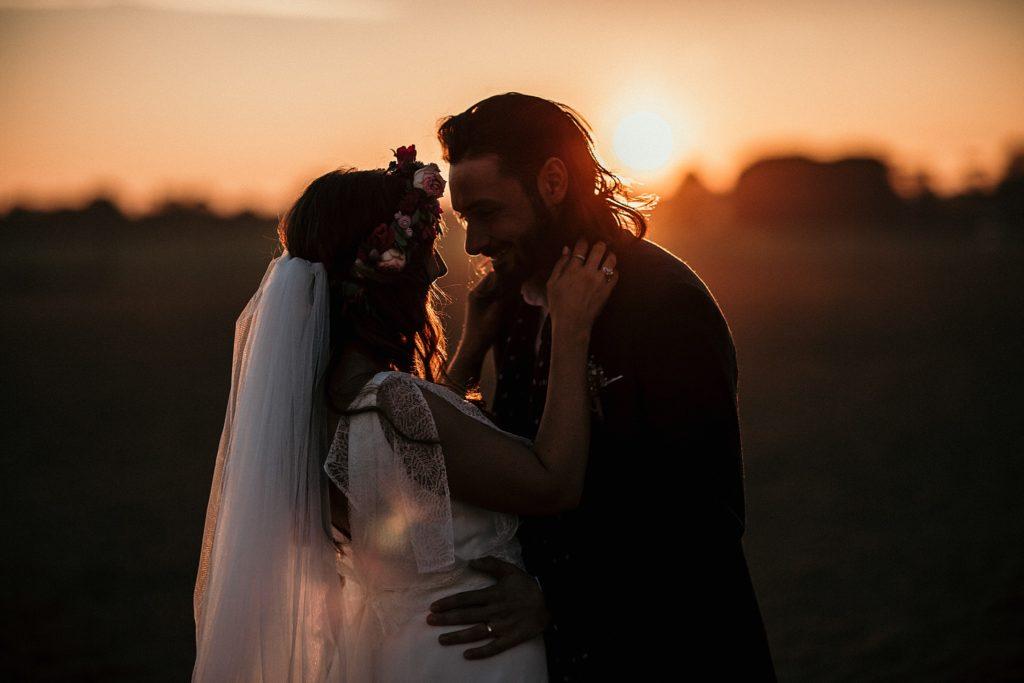 Mariage Ferme Armenon photo de couple au coucher de soleil