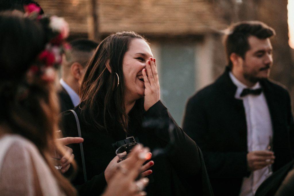 Mariage Ferme Armenon sourires amies des mariés