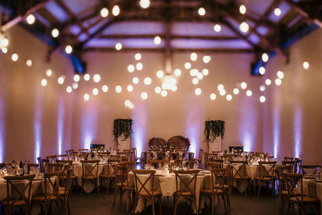 Mariage Ferme Armenon photo de la salle de réception avec lumières