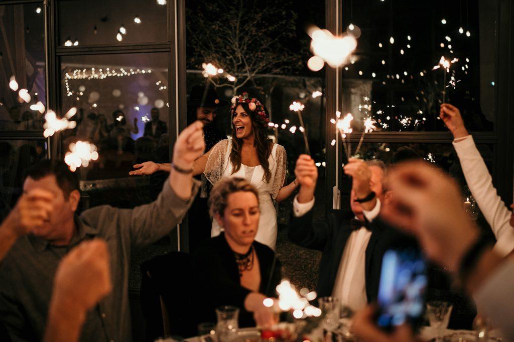Mariage Ferme Armenon entrée des mariés feux de bengale