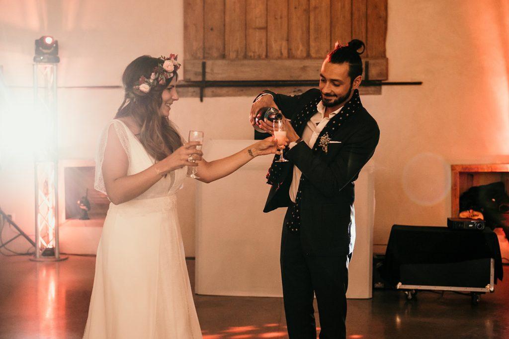 Mariage Ferme Armenon champagne dans la salle de réception