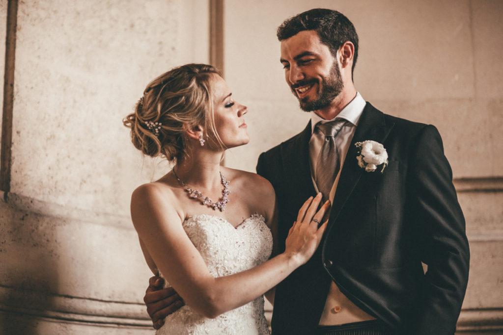 Photographe Mariage Oise couple dans escaliers