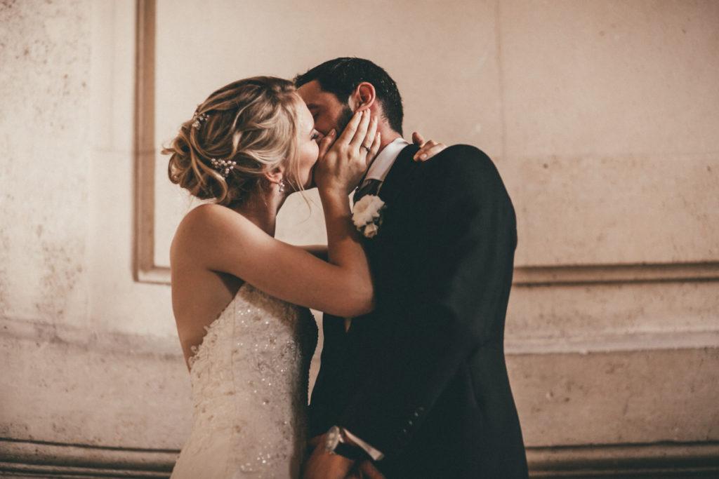 Photographe Mariage Oise baiser mariés chateau champlatreux