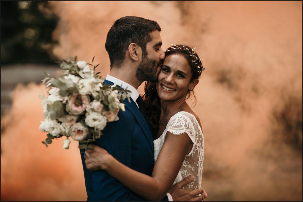 Mariage à Verderonne photo avec fumigènes orange