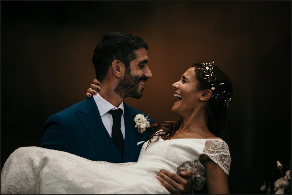 Mariage à Verderonne mariée rire pendant séance photo