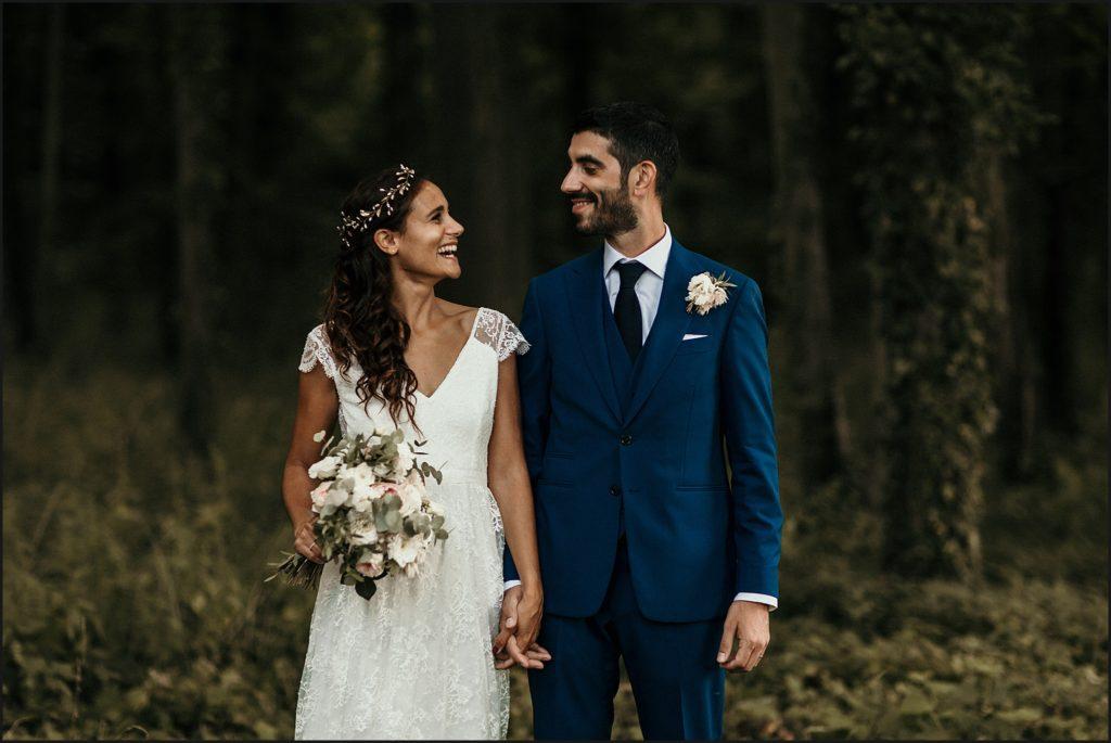 Mariage à Verderonne mariés sourire devant arbres