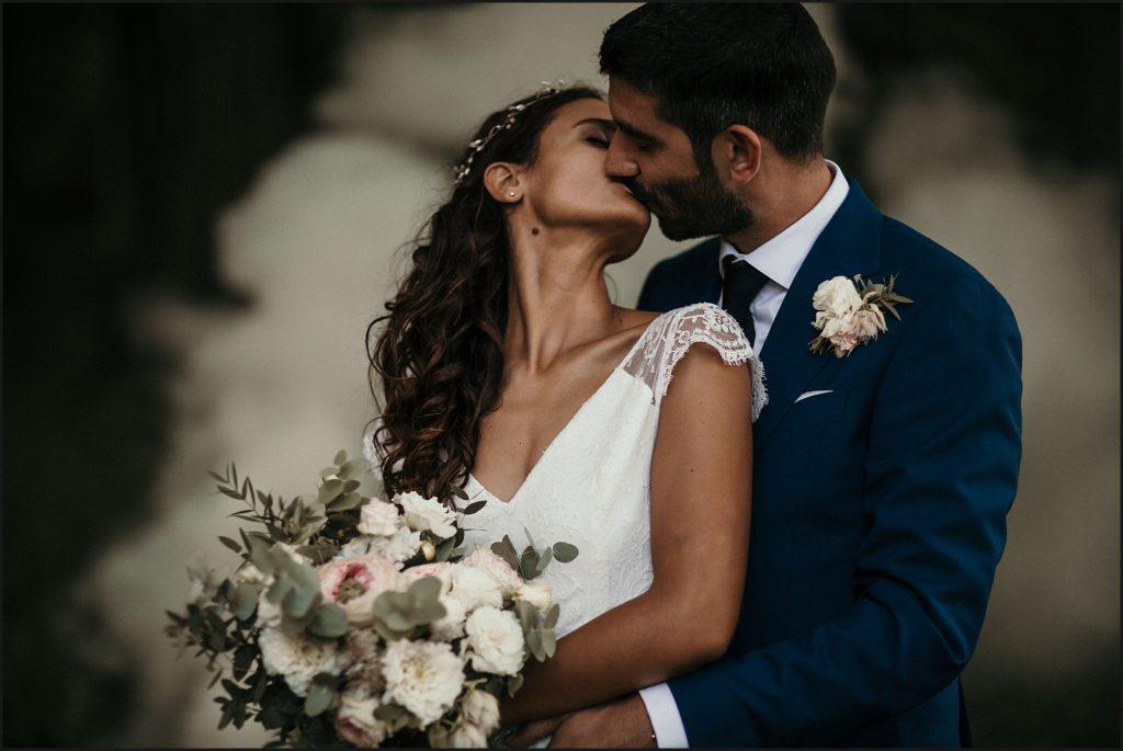 Mariage à Verderonne mariés s'embrassant