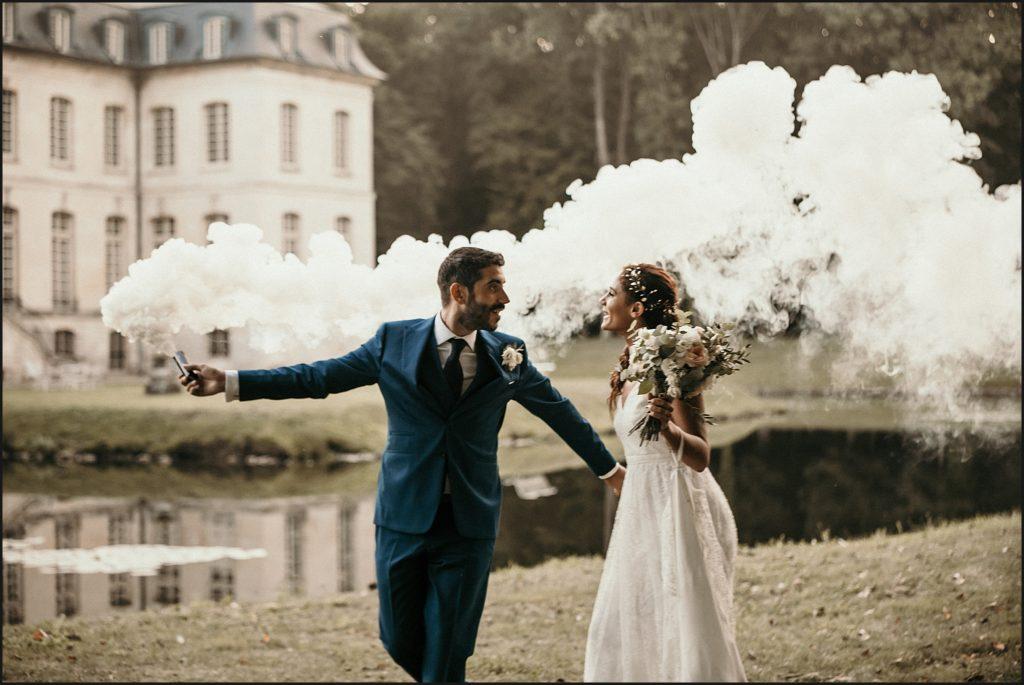 Mariage à Verderonne photo avec fumigènes devant chateau