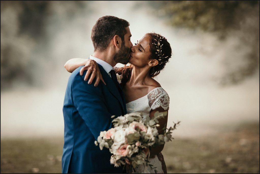 Mariage à Verderonne séance photo couple avec fumée blanche