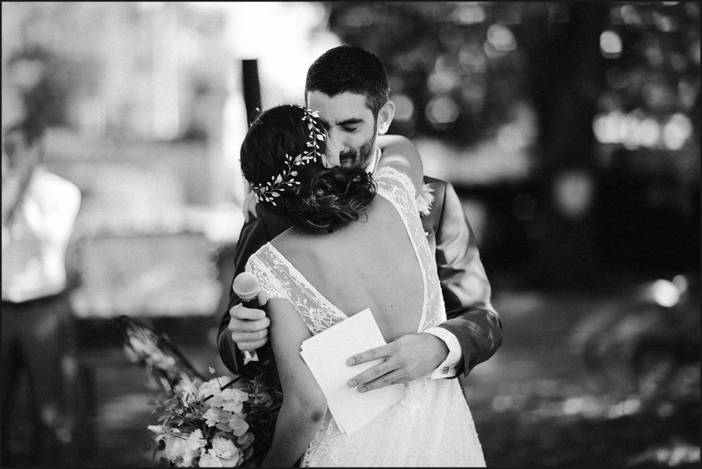 Mariage à Verderonne emotions des mariés en noir et blanc
