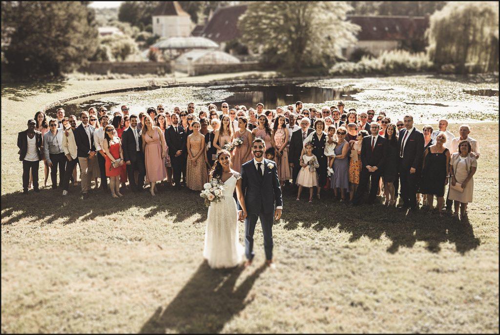 Mariage à Verderonne photo de groupe devant chateau et serre