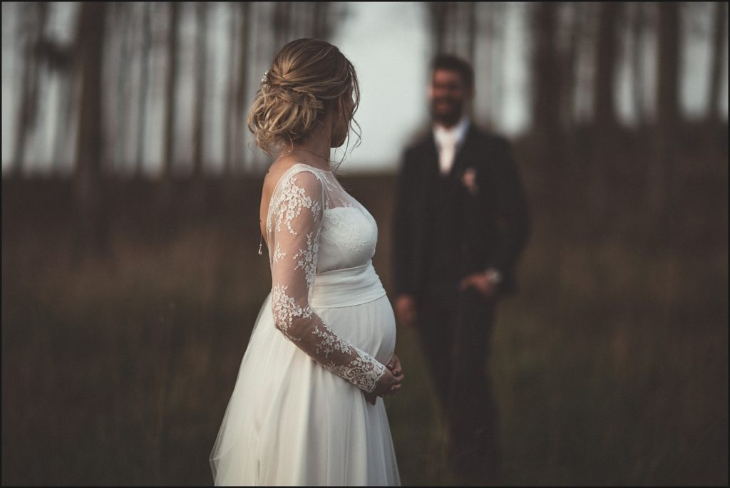 Mariage à la Ferme du Grand Hôtel du Bois mariée enceinte robe marie laporte