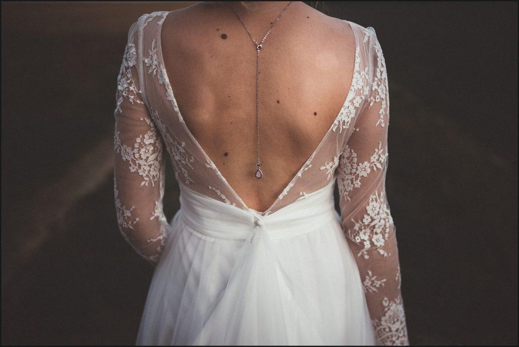 Mariage à la Ferme du Grand Hôtel du Bois robe marie laporte dos de la mariée