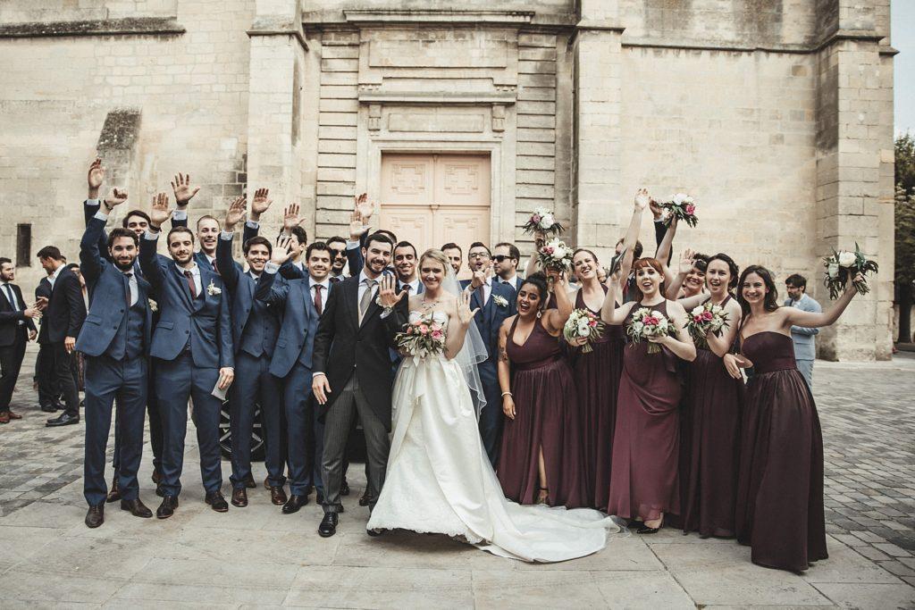 Mariage à Champlâtreux photo des mariés devant eglise gouvieux