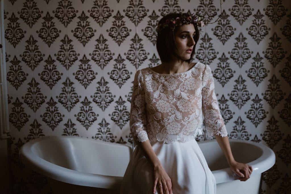 Mariage Moody photo moody de la mariée dans salle de bain