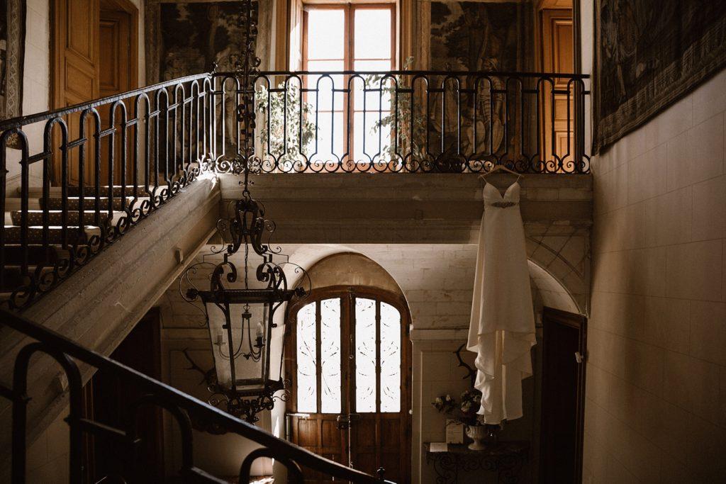 Photographe Mariage Le Mans robe de la mariée dans chateau chéronne