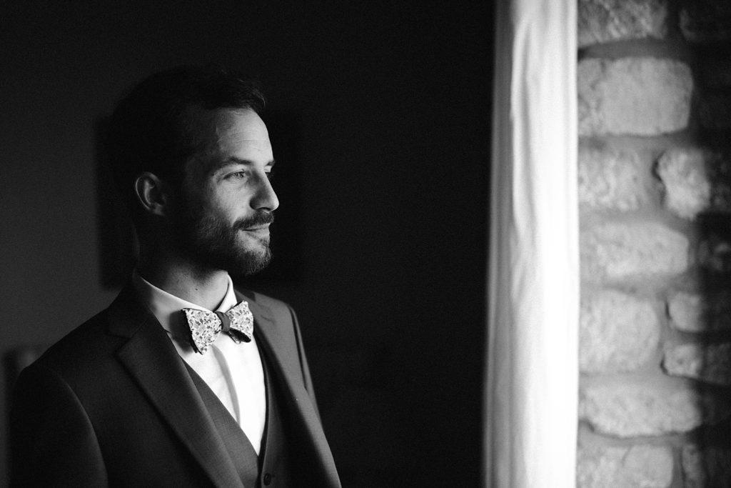 Photographe Mariage Bretagne photo marié en noir et blanc
