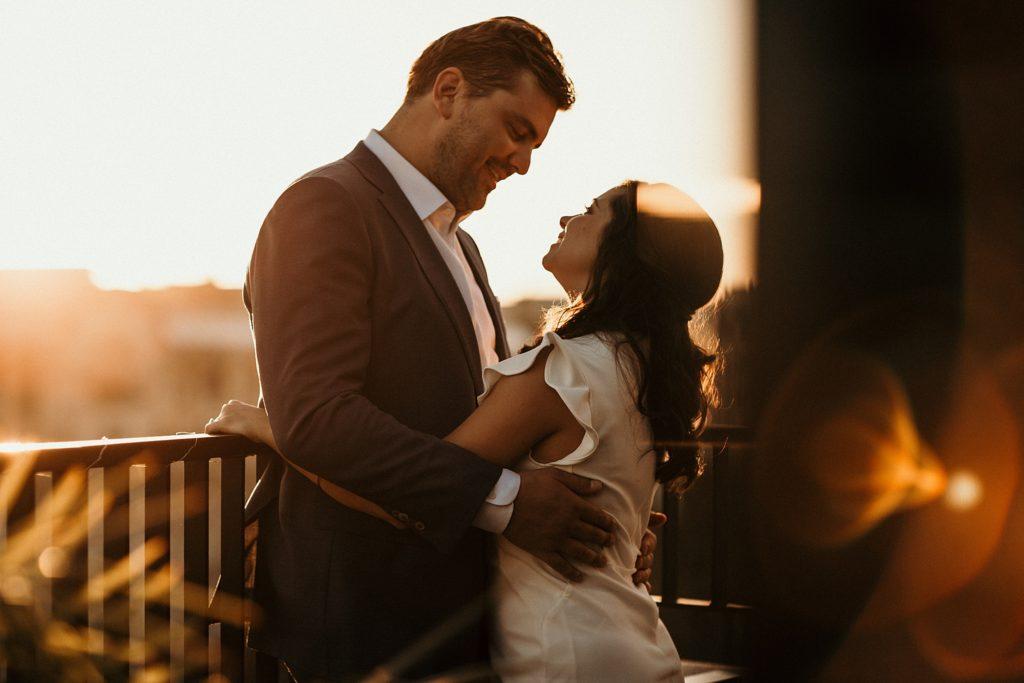 Photographe Mariage Paris photo des mariés au coucher de soleil