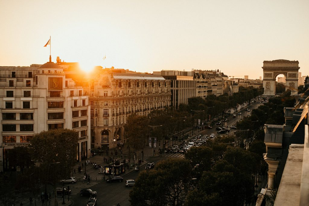 Photographe Mariage Paris vue champs elysées coucher de soleil