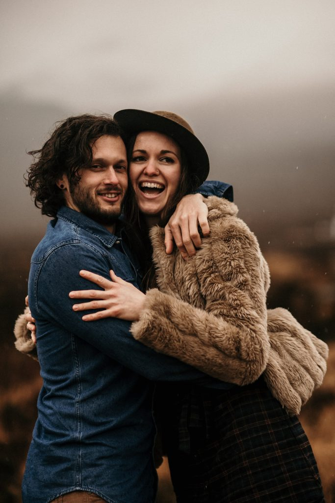 Couple Session Isle Skye fille avec chapeau ecosse