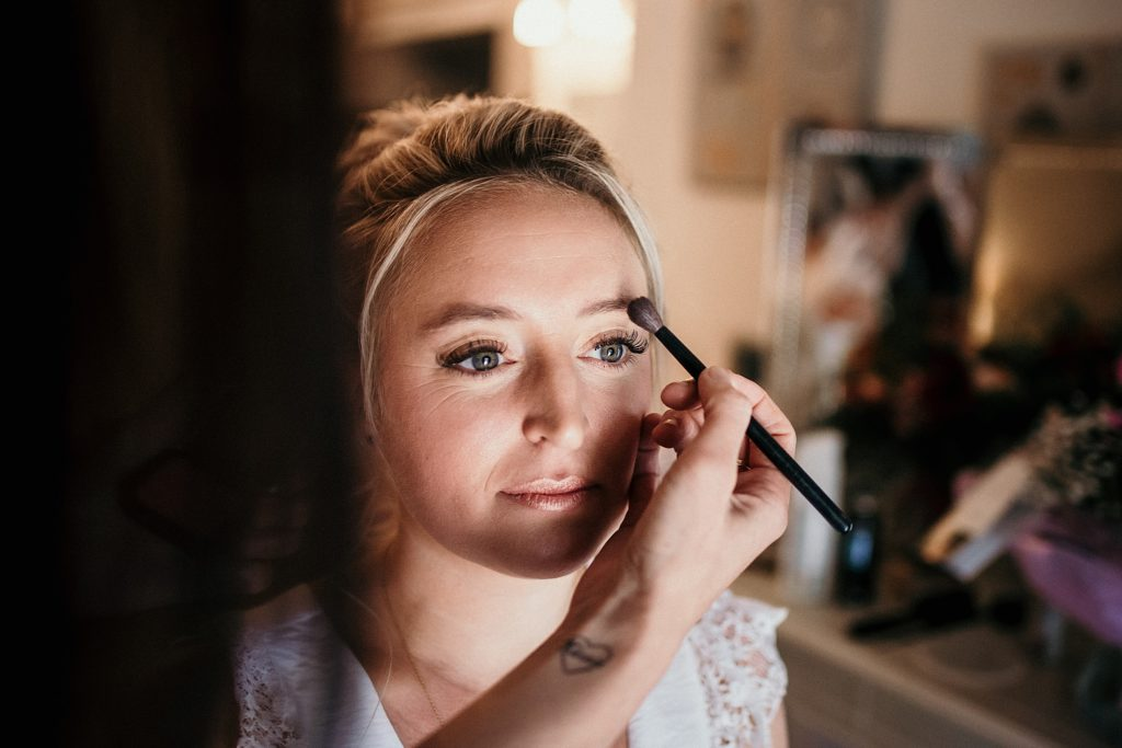 Photographe Mariage Prieuré de Vernelle maquillage mariée