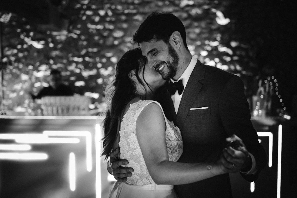 Photographe Mariage Yvelines sourire danse en noir et blanc