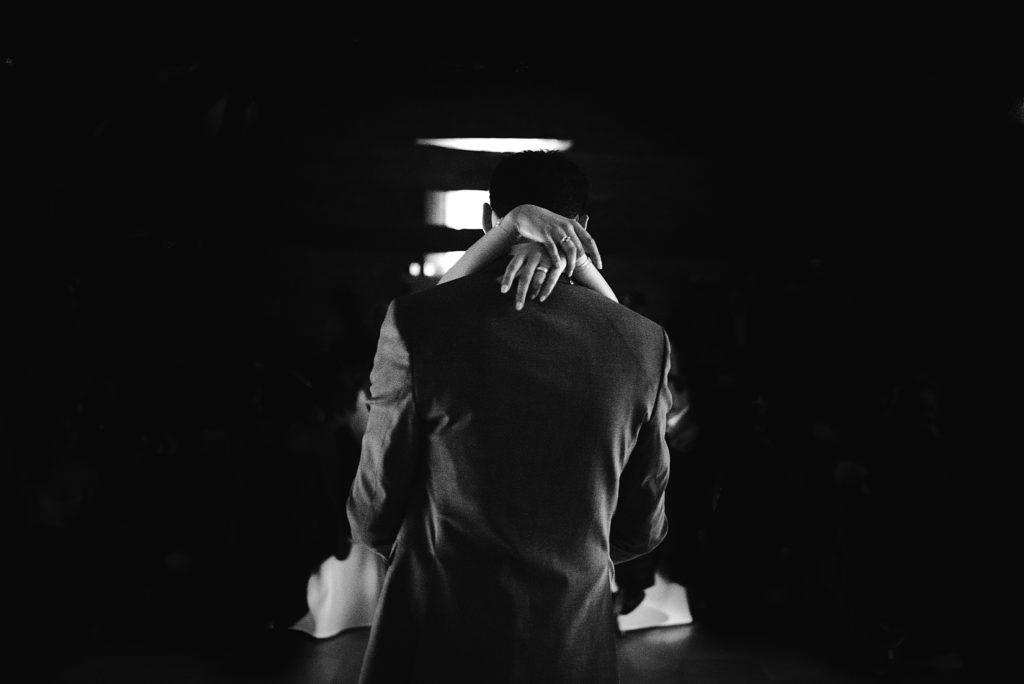 Photographe Mariage Yvelines photo de danse en noir et blanc