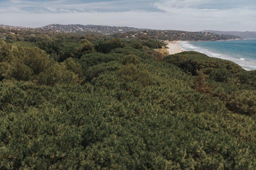 Un mariage à la plage cavalaire drone