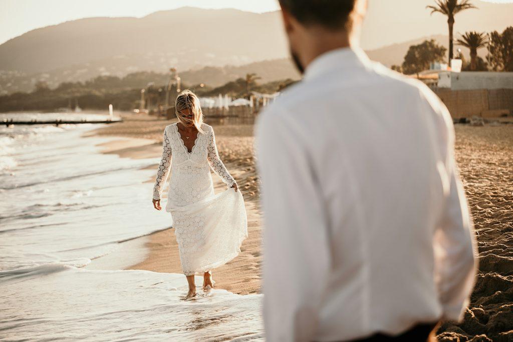 Un mariage à la plage first look à la plage coucher soleil