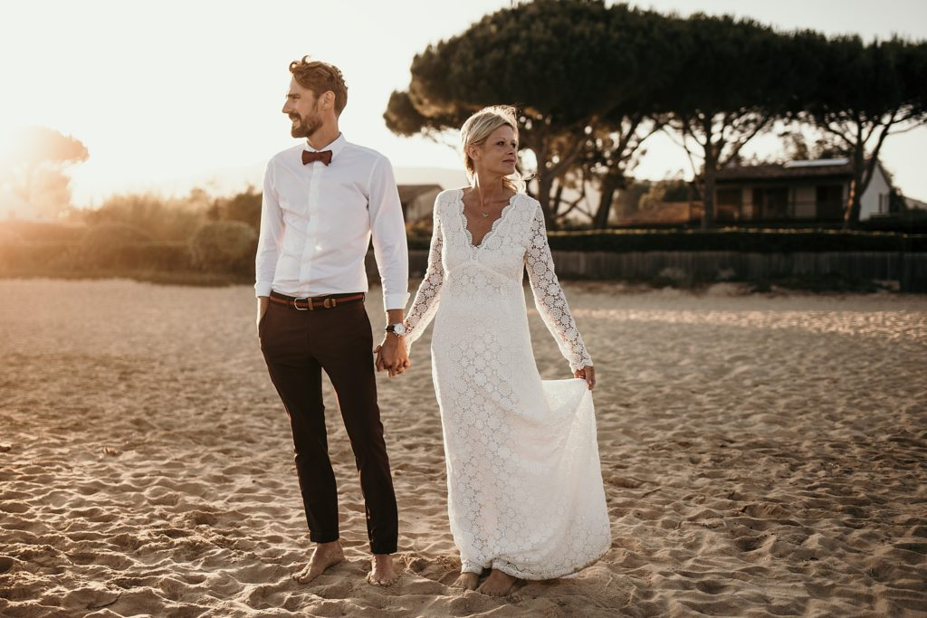 Un mariage à la plage photo hipster coucher soleil
