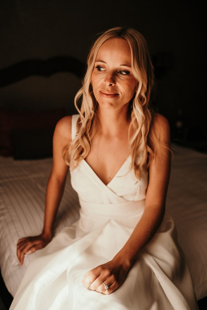 Photographe Mariage Lavandou mariée dans sa robe