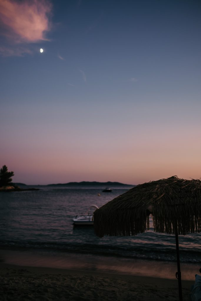 Photographe Mariage Lavandou coucher soleil fossette
