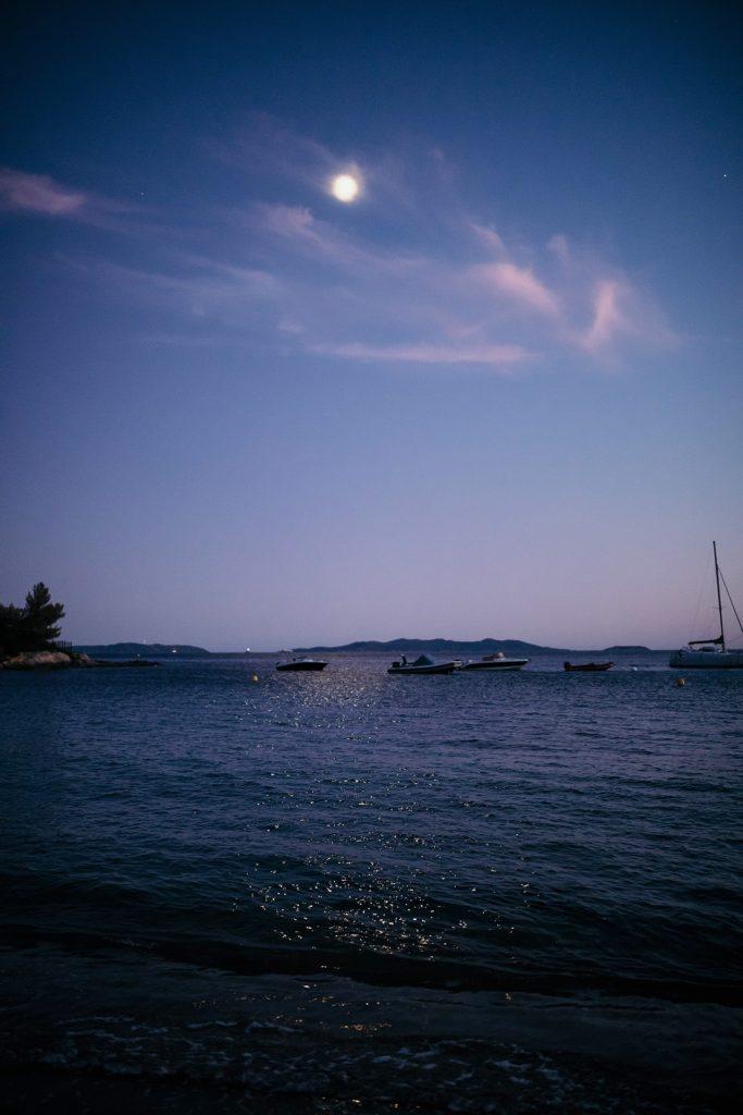 Photographe Mariage Lavandou lune sur mer