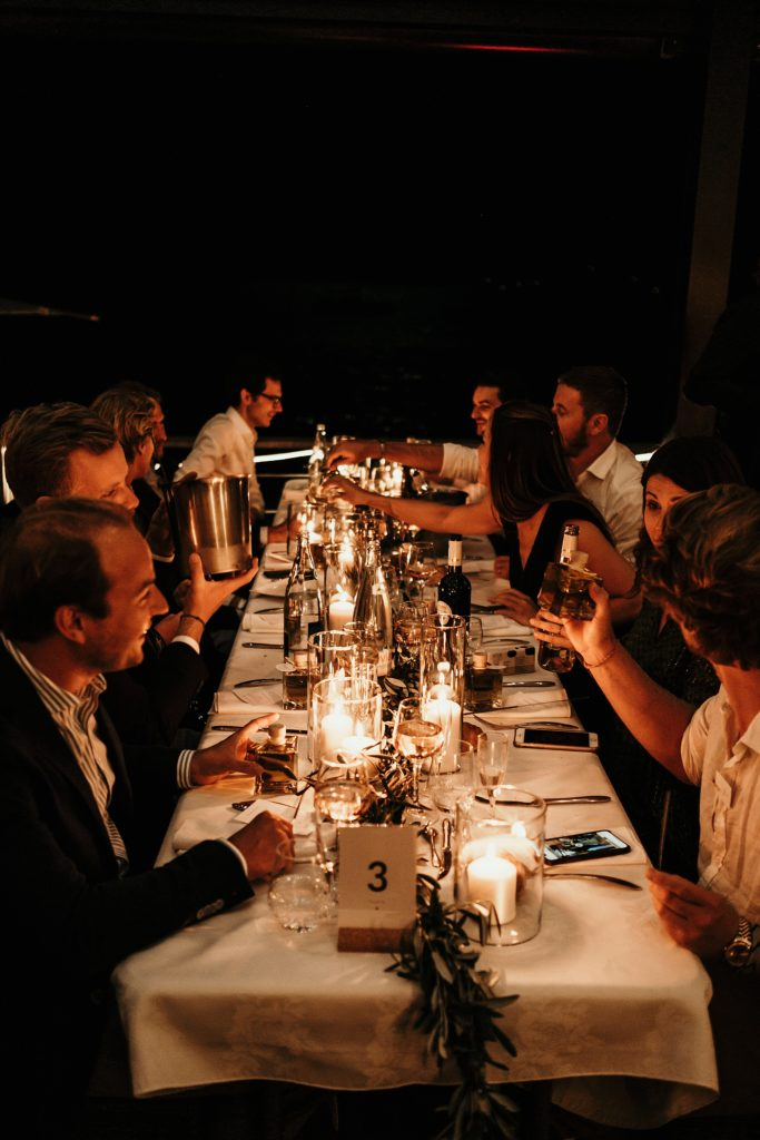 Photographe Mariage Lavandou ambiance lumineuse table mariage