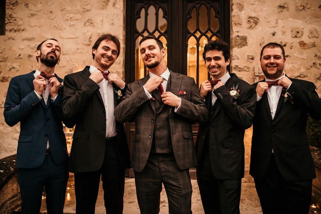 Se marier en hiver photo de groupe de témoin mariage