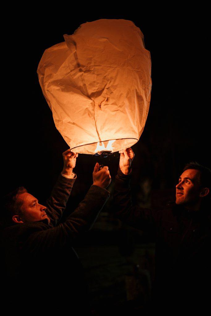 Se marier en hiver lanternes lumineuse