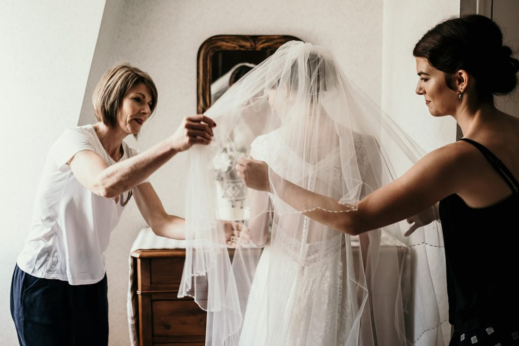 Photographe Mariage Saint Malo voile robe de mariage